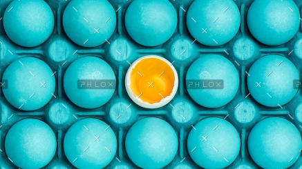 demo-attachment-8-minimal-visual-art-design-with-eggs-PEHTYBQ